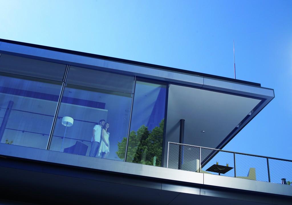 Paar im Haus_Glasfront